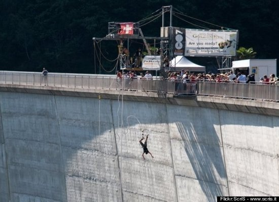 10 great bungee jumps. Will 2012 be the year my bungee experience comes true?: Bungee Jumping, Leap Years, High Vans, Bung Jumping, Bungee Experiment, Bung Experiment, Liter Leap