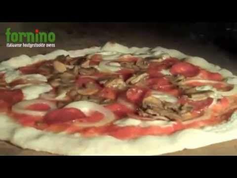 Het maken van echte Italiaanse pizza en meer Toscaanse lekkernijen in een houtgestookte pizzaoven