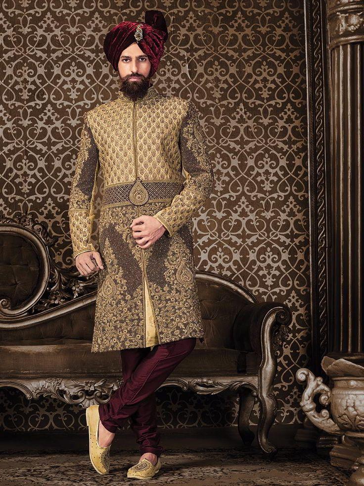 Свадебный индийский мужской костюм: бежевый шервани   бордовые чуридары