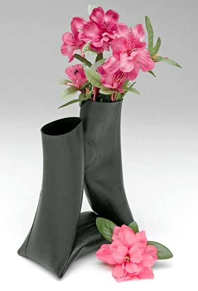 inner tube vase- Just because you put flowers in it doesn't mean it isn't still GARBAGE. Dumb.