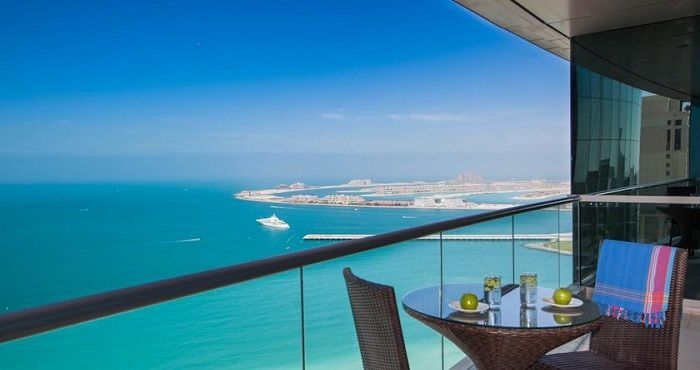 For Dubai Accommodation for a family of up to 8 persons, look no further than the Penthouse Premium Four Bedroom Apartments at JA Oasis Beach Tower Apartments Dubai.  Located within JBR The Walk, JA Oasis Beach Tower Apartments Dubai offers guest the most luxurious Dubai family accommodation with amazing Arabian Gulf views from the Penthouse Apartments.