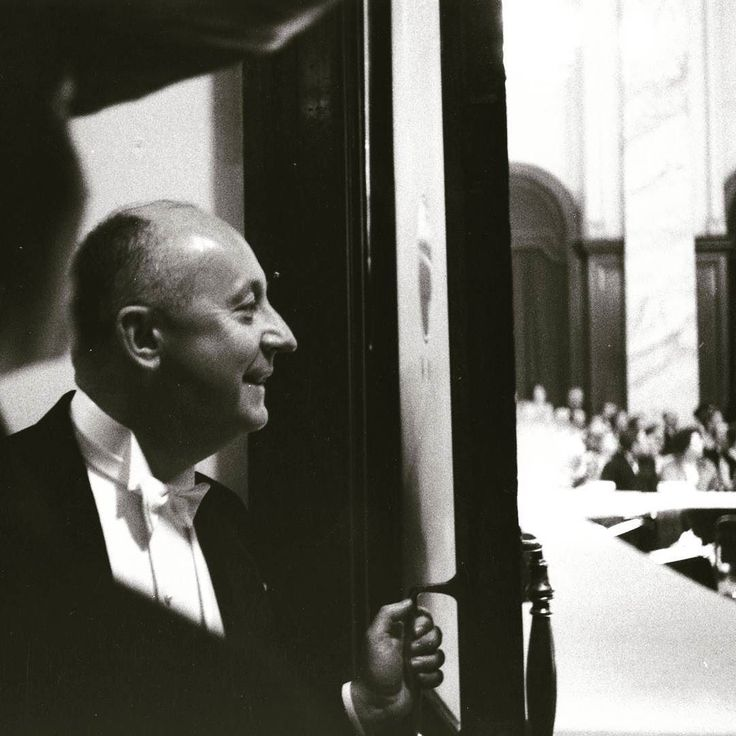 Once upon a time behind the door...Christian Dior #christiandior #fashion #greatdesigner #france #mode #model #fashionhistory #instadaily #instagood #inspired #oldtimes
