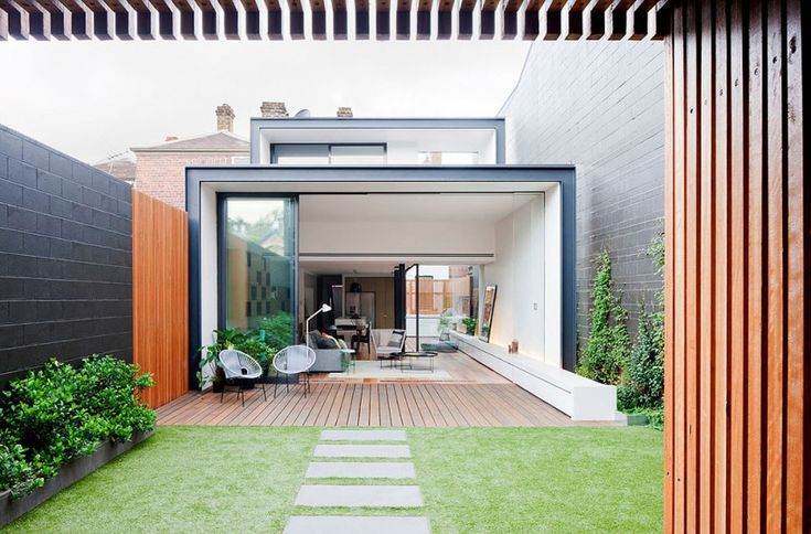 Matt Gibson Architecture + Design added a contemporary extension to Bridport Residence, a Victorian-style home located in Melbourne, Australia.