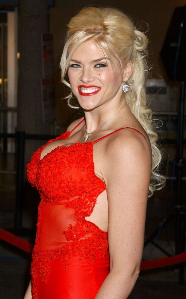 """Mysterious Celebrity Deaths Anna Nicole Smith On Sept. 7, 2006, while on vacation in the Bahamas, Smith gave birth to her daughter Dannielynn. Three days later, Smith's 20-year-old son Daniel Smith died in the same hospital, allegedly from a prescription drug overdose. Five months later, Smith was found dead in a Hard Rock Hotel and Casino in Florida from a lethal """"combined drug intoxication."""""""