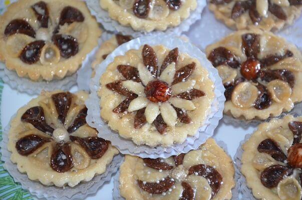 gâteau algérien en fleur gâteau algérien en fleur,encore de la pâtisserie orientale avec ce gâteau algérien en fleur ,un gâteau moderne qui est tout simplement une tartelette à base de pâte sablée garnie d'une farce aux amandes et joliment décorée en fleur et délicatement arrosé de sirop maison!Ce n'est pas une pâtisserie difficile mais ilRead More