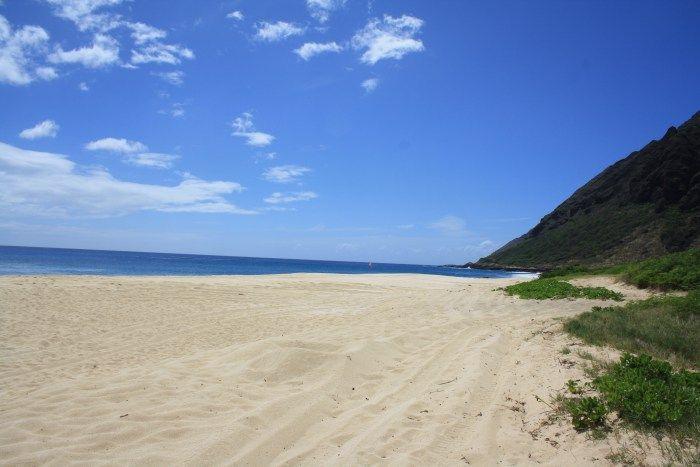 Yokohama Bay | Keawa'lua Oahu, Hawaii  Ein toller Stand an dem Du sowohl entspannen aber auch Abenteuer erleben kannst!  www.traumhawaii.de