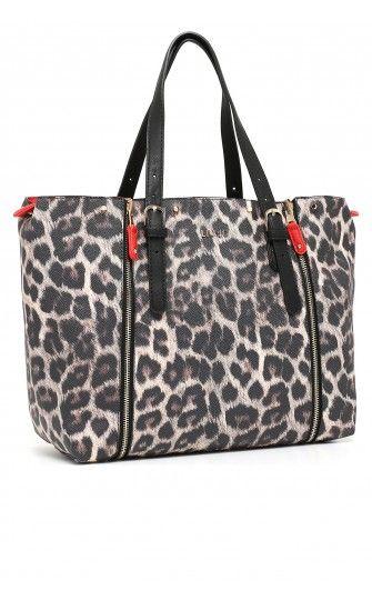 Shopping bag reversibile con parte esterna stampa animalier e parte interna in unito, doppio manico regolabile e chiusura con zip. Le parti della borsa sono staccabili e ricomponibili grazie alle cerniere.