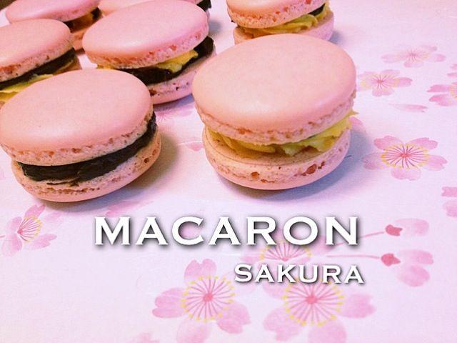 リベンジでまたマカロン作りました\(^o^)/ ん〜微妙(・・;)な感じ ガナッシュとバタークリームはさみましたが、はみ出る〜(笑) - 128件のもぐもぐ - マカロン by サクラ