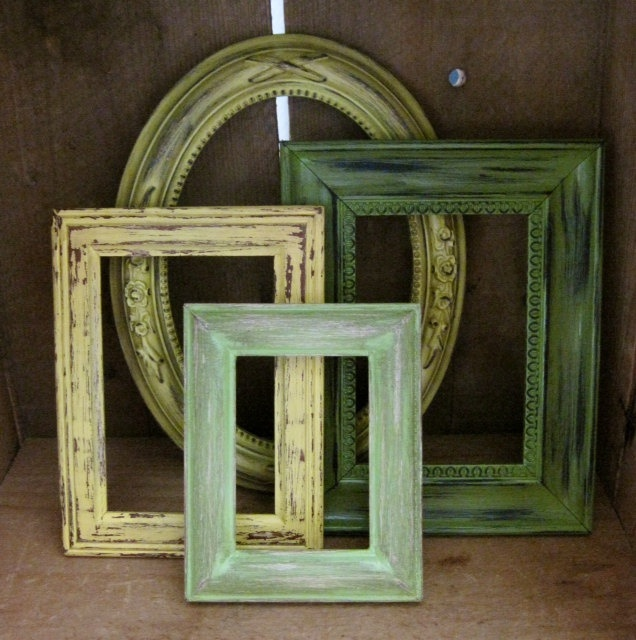 Tropical Decor Picture Frames Set of 4.  Might be a cool idea for above the futon...