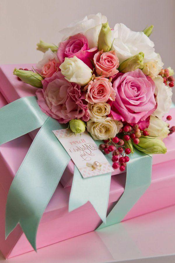 Открытки с днем рождения красивые с цветами и подарком