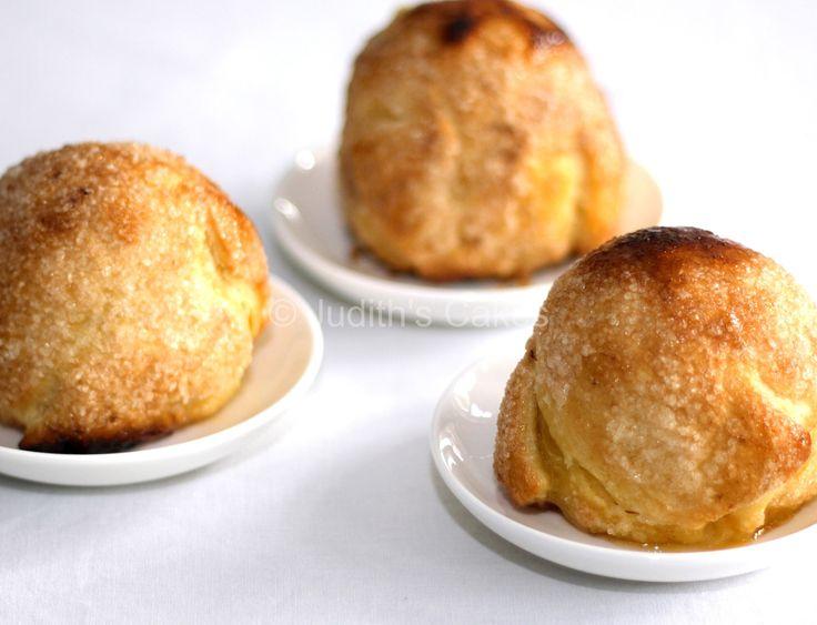 Lekker voor bij de koffie of als dessert, deze heerlijke appelbollen. Alleen voor de lekkere geur zou je ze al bakken. Deze appelbollen heb ik al vaker gemaakt, ze staan geregeld op het programma. Dat zegt meestal iets over de smaak.