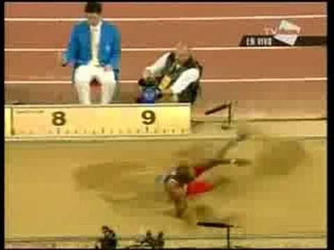 Irving Saladino Olimpiadas 2008 medalla salto 02 - YouTube