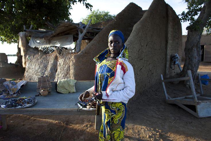 Joe Penny (Reuters/Contrasto)  Una venditrice di gioielli a Djenné, il 31 agosto.