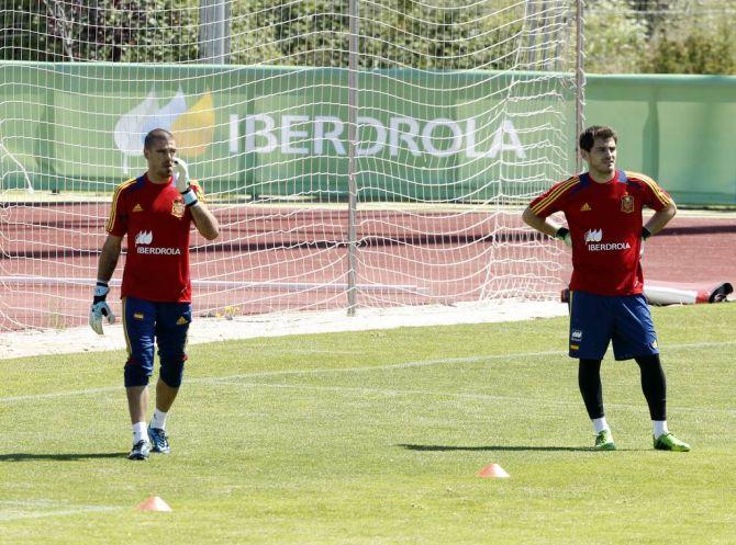 Casillas y Valdés, en un entrenamiento en Las Rozas en 2013 #seleccionespanola #LaRoja #diariodelaroja