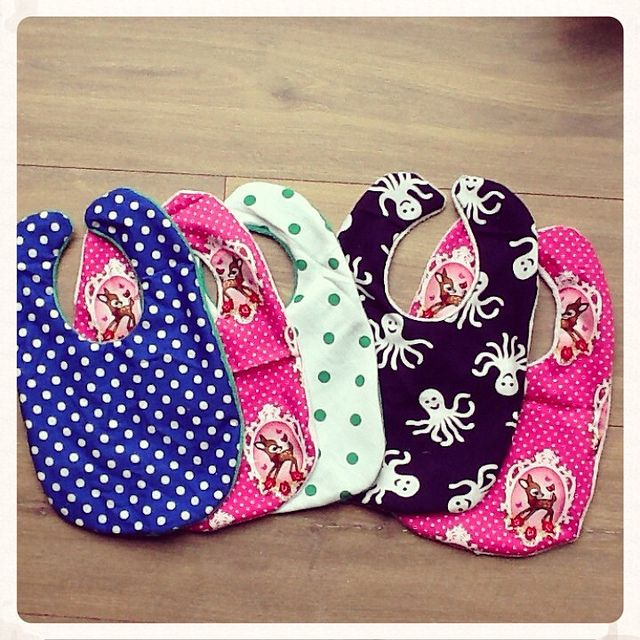 Zelf slabbetjes naaien - Sewing baby bibs by Laloe.be