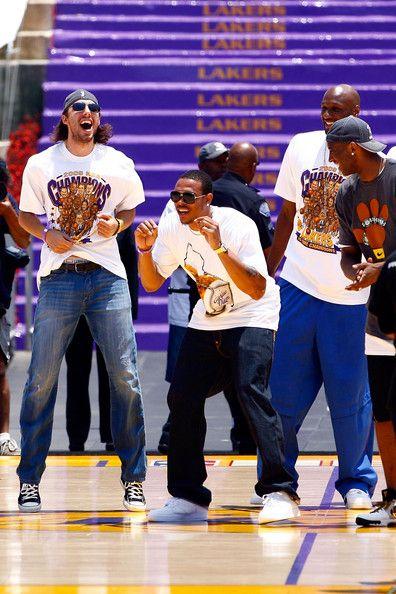 Kobe Bryant and Lamar Odom Photo - Los Angeles Lakers NBA Finals Championship Victory Parade