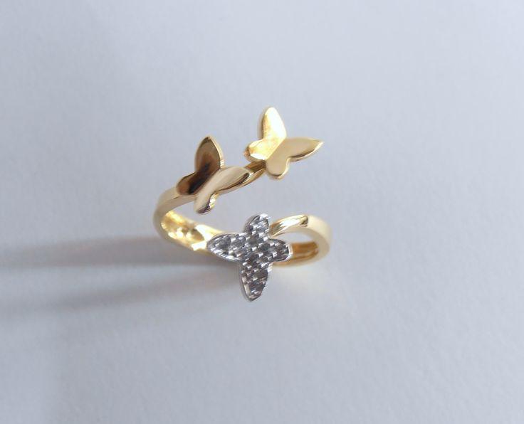 Delicado anillo con terminaciones de mariposas y diamantes en oro amar illo de 18k, fabricado a Mano diseño sobre catalogo por encargo JOYAS MARCEL  Duran Joyeros, Bogotá.