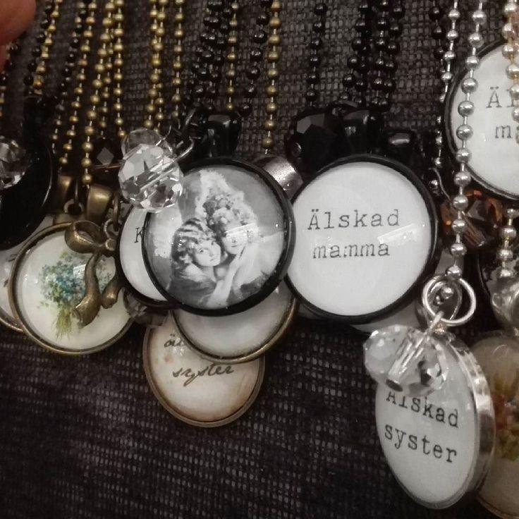 Nyss påfyllt med smycken i mysiga butiken Sockerklaras i Sävsjö! #sockerklaras #inredning #lantliginredning #smycken #handgjordasmycken #halsband #ringar #örhängen #ljuvligating
