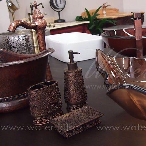Retro koupelnové doplňky, bathroom accessories, showroom, waterfall baterie
