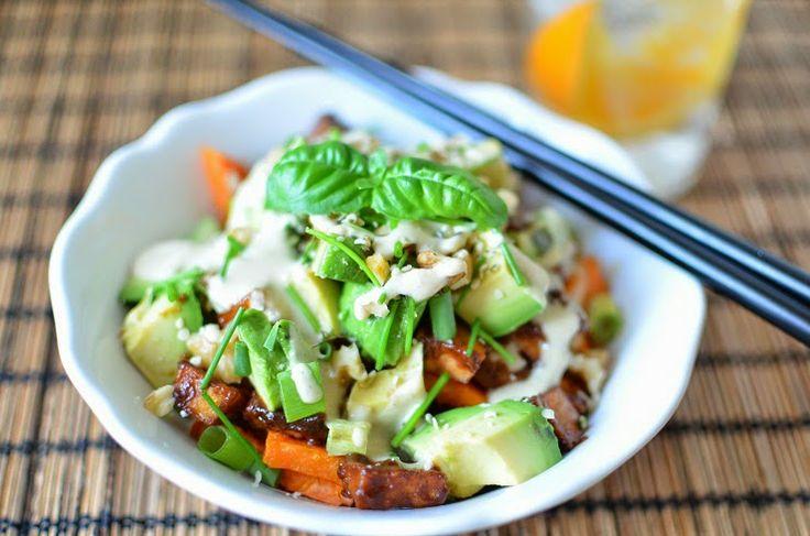 Ovnsbakt søtpotet og tofubacon med wasabi-tahinidressing