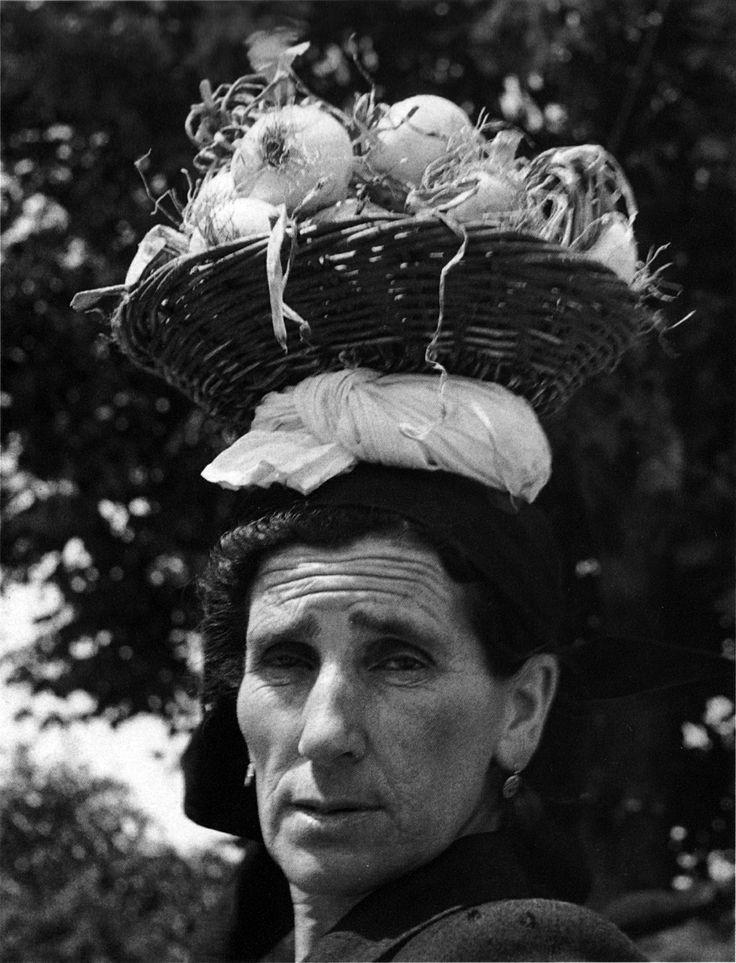 Das Leben der Damen in Galicien war ne ziemliche Knochenarbeit. Entweder wurde auf den Feldern gerackert oder es wurden Muscheln im Fjord gesammelt. Dayu watete man stundenlang hüfthoch im Meerwasser. Foto aus dem galicischen #Noia