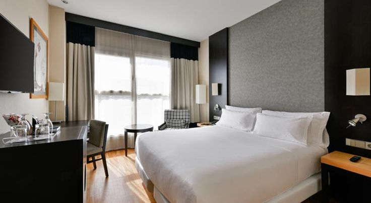 NH Valencia Center Valencia This modern hotel features a small rooftop pool and terrace, open all year. Located opposite Valencia's botanical gardens and the Nuevo Centro shopping centre, it includes a gym and sauna.