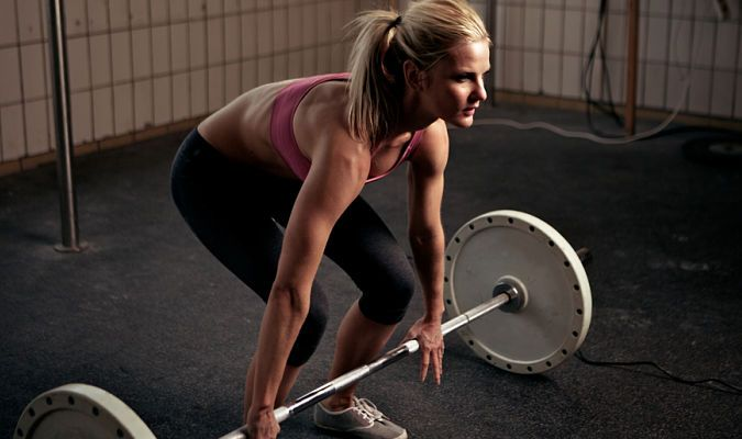 Hot mama -treeniohjelma on ilmainen harjoitusohjelma naisille, jotka haluavat timmin tiimalasivartalon.