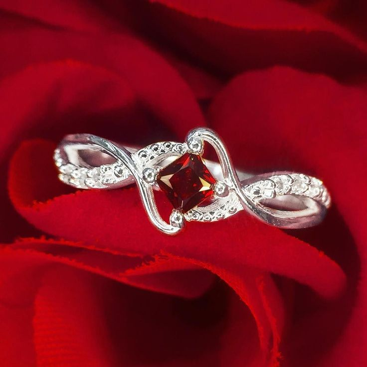 Roses are red, garnet is too... we adore this ring- how about you?!
