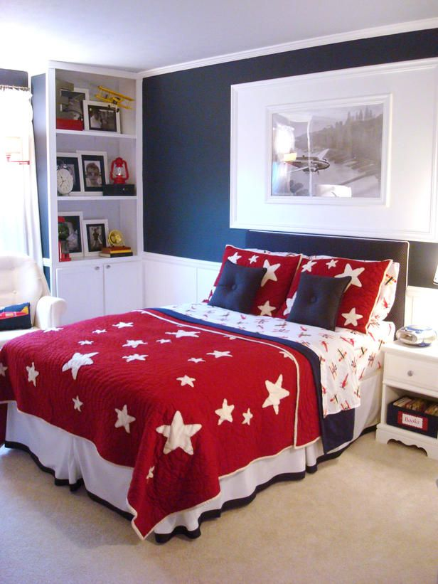 Red, white and blue bedroom. Love it!