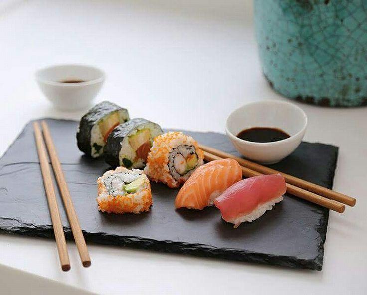¿Otro momento especial para compartir? #Sushi en casa. Encuentra lo que necesitas para prepararlo en nuestras tiendas. #rocasa #rocasacanarias #momentosespeciales