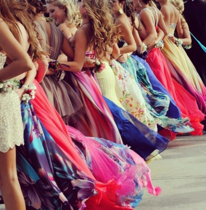 Cute picture idea for a big group of girls like ... | Prom ideas