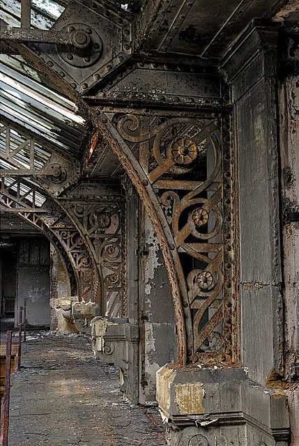 THIS is what steampunk is all about! Function AND beauty! verschnörkelte Pfeiler by rivende, via Flickr