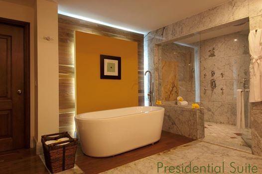 Представляем самое роскошное помещение отеля Каса Велас: изысканные детали, эксклюзивные виды, оформление в мексиканском стиле... 4 спальни, ванная комната из итальянского мрамора, душ с гидромассажем, ванная, широкие раковины, занавески с дистанционным управлением и собственная интернет-антенна... это еще далеко не все, что ждет вас в нашем сьюте Master Suite!