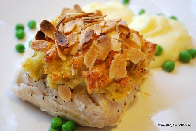 Fisk med mandel- och osttäcke