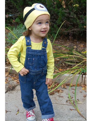 CUTE DIY HALLOWEEN COSTUMES FOR KIDS: Get ready for your heart to melt over these precious and hilarious Halloween costumes for kids and toddlers. This roundup features fun Halloween costumes like Minions, Olaf, the Hulk, R2D2, Ghost Busters, and more! Click through for the costume ideas and inspiration, plus easy tutorials and instructions so you can DIY the costume at home!