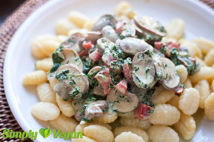 Gnocchi mit Paprika, Champignons und Bärlauch in Sahnesoße | vegane Rezepte in Hauptgerichte