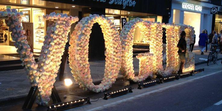 """МОДНАЯ НОЧЬ В РИМЕ """"Fashion's Night Out"""" пройдет с 11 на 12 сентября: бутики в центре города будут работать допоздна, кроме того запланированы коктейльные вечеринки и модные показы, где дизайнеры, в числе прочего, продемонстрируют ограниченные коллекции, вещи из которых можно будет приобрести только этой ночью.  Затем Fashion's Night Out переместится в Милан, где это событие пройдет 16 сентября, накануне Миланской недели моды."""