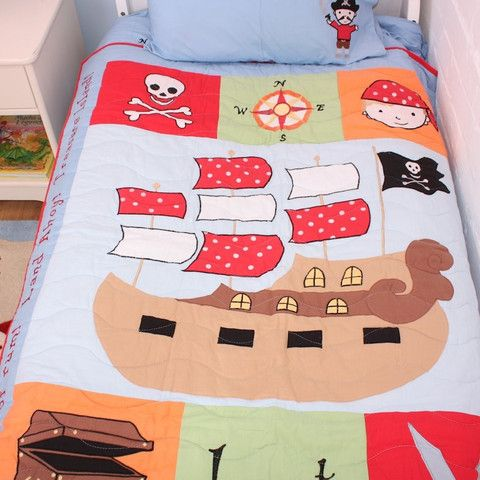 Shiver me timbers! This sea-faring range of pirate bedding for boys will make a striking statement in your boys pirate bedroom. Deck your cabin with our bold and exciting pirate bedding collection. De