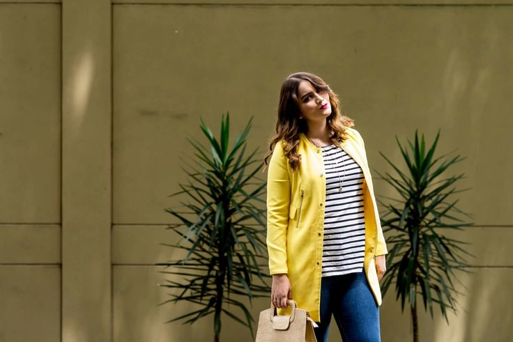 Yellow jacket and stripes tshirt | chaqueta amarilla y camiseta de rayas. Curvy girl, fashion, clothes, plus size, beauty, moda.