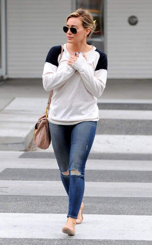 Hilary Duff looked effortlessly put together in a color-blocked sweater, worn skinny jeans, a nude studded satchel and traditional aviator shades!