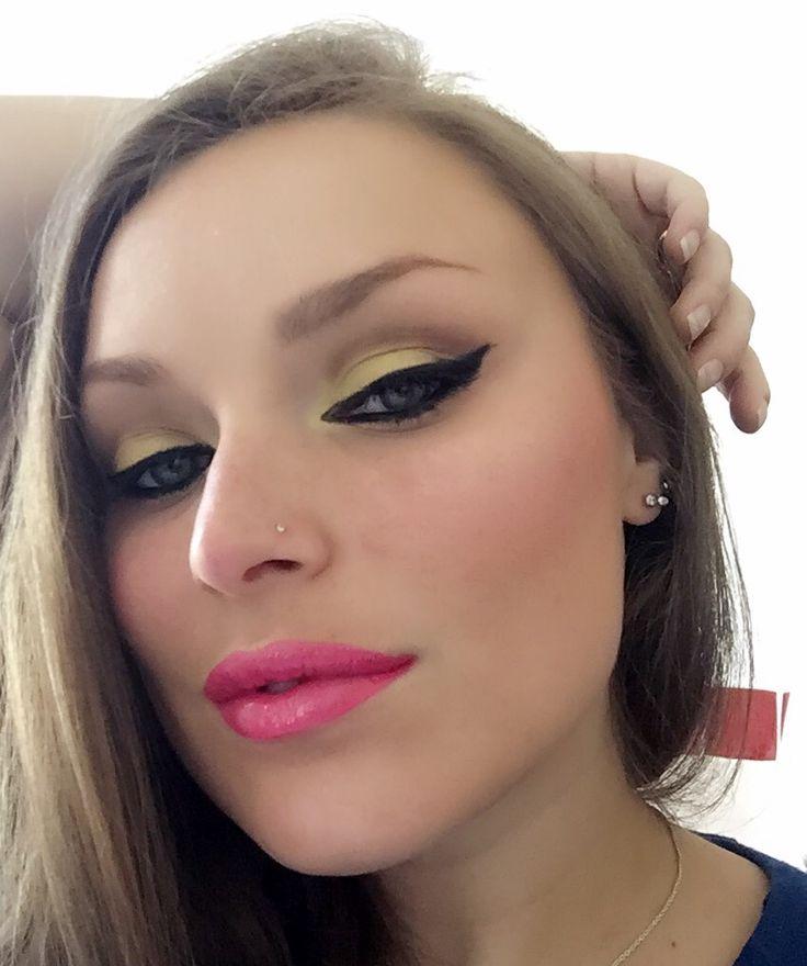 Divertendosi con il make-up... #makeup #makeupaddict #makeuplover #mu #bellezzaprecaria #contest #insidethebeauty #trucco #muotd #me #myself #instabeauty #instamakeup #blog #beauty #beautyblogger #blogger #beautiful #look #lookoftheday