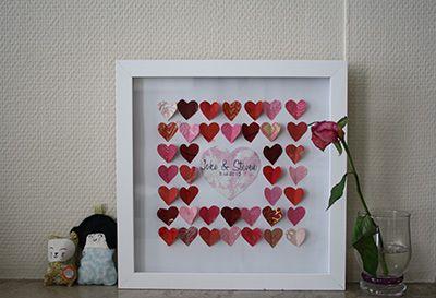 Diy huwelijksgeschenk: 3D fotokader met vele hartjes en een groot hart met de namen van het koppel en hun huwelijksdatum erbij. Materiaal van hema en ava.