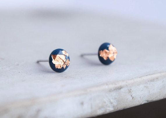 Modern dark blue and copper (light rose gold color) stud earrings made with blue navy acrylic resin and copper leaf. 6 mm. Stud made of stainless steel. Handmade.  GOLD VERSION: https://www.etsy.com/ca-fr/listing/515255813/boucle-doreille-resine-bleu-marin-et-or ................... SUMMARY  + 6mm earrings. + Blue navy acrylic and copper leaf. + Resin + Stainless steel stud + Handmade.  + Shipped in a Nice little Gift Packaging.  ...................  PLEASE READ O...