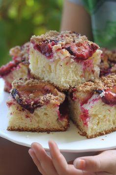 Smakowity Blog Kulinarny: Ciasto jogurtowe ze śliwkami i cynamonową kruszonk...