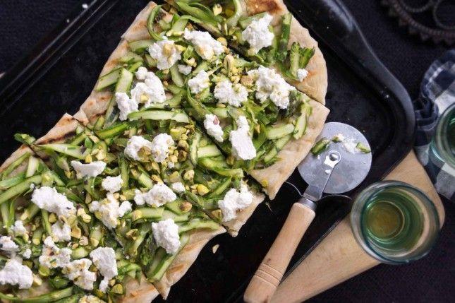 Asparagus + Fresh Ricotta Grilled Flatbread is a delicious alternative ...