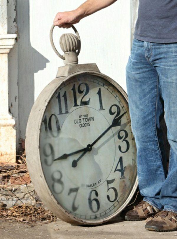 grand-et-sympa-horloge-design- murale