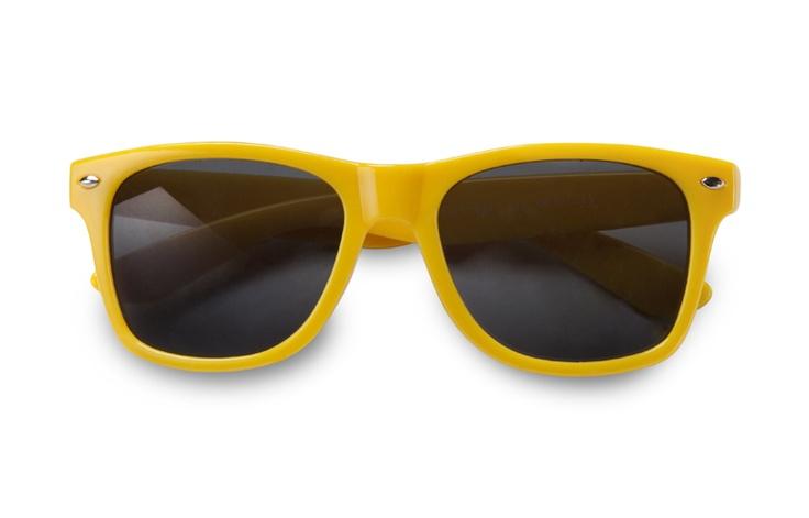 Gafas de sol amarillas.