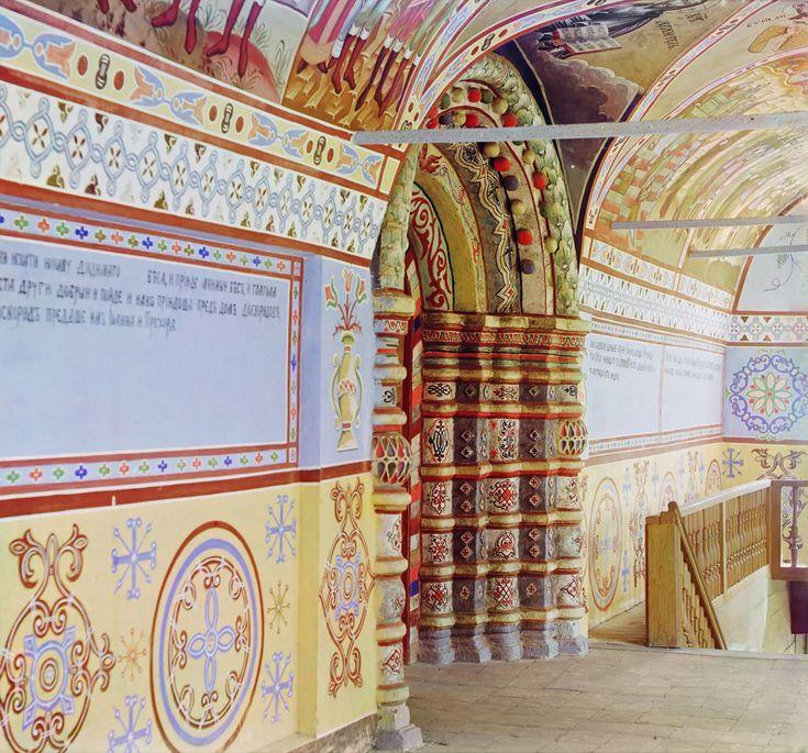 Входные двери церкви Спаса-Преображения в Спасо-Яковлевск. мон. [1911 год]