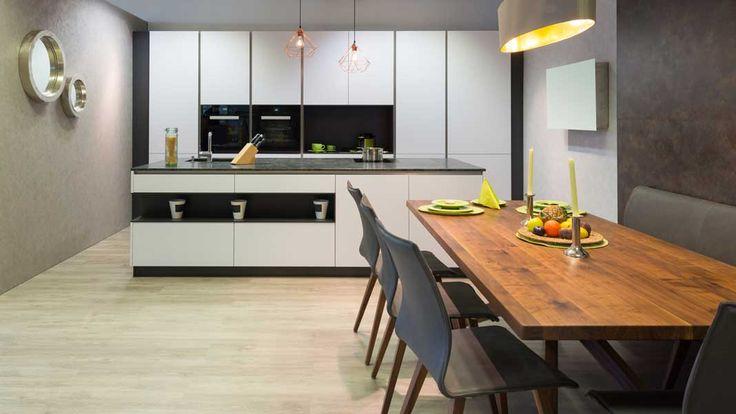 In de meeste huizen zie je nog steeds een traditionele rechte keuken of een hoekkeuken. Maar het keukeneiland of kookeiland is aan een opmars bezig. Met een keukeneiland heb je ontzettend veel mogelijkheden om je keuken op een totaal andere manier in te delen. Het zorgt voor een prachtig...