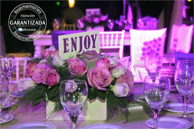 Personaliza las mesas de invitados y agrega nombres divertidos a las mismas.  #LoveMemories #Weddings #CreandomomentosMemorables.